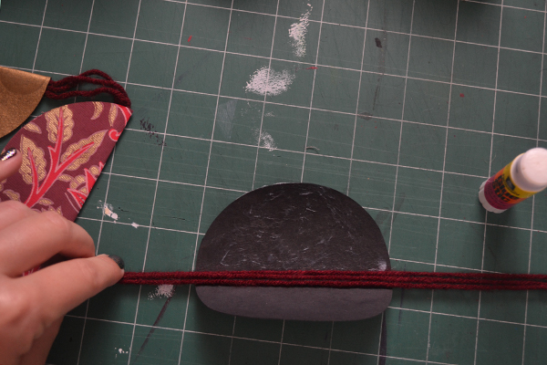 Add glue and yarn in crease