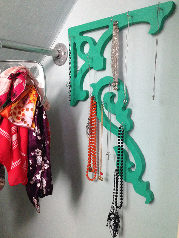 necklace-hanger